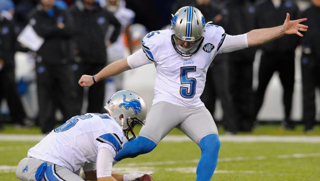 Lions kicker Matt Prater makes a field goal out of the hold of Sam Martin during the second half against the Giants on Sunday, Dec. 18, 2016, in East Rutherford, N.J.