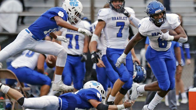 Hilliard Bradley's Mitchell Robinson Jr. runs for a first down on a fake punt during a 22-17 win over Hilliard Davidson.