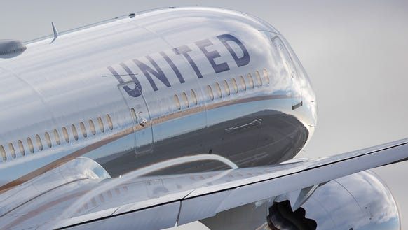 A United Airlines Boeing 787 Dreamliner  takes off