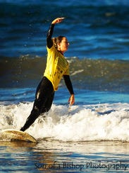 Sarah Dean surfing at the Stance ISA World Adaptive
