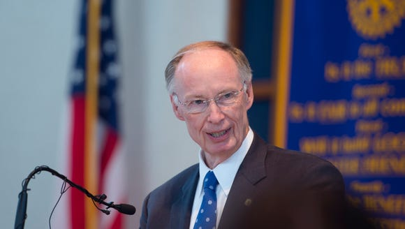 Governor Robert Bentley speaks to the Montgomery Rotary