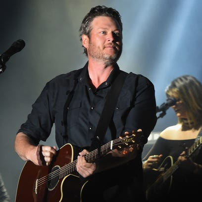 Blake Shelton performs on April 9, 2017 in Florence,