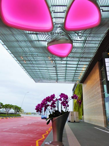 The curbside entrance to Singapore Changi Airport Terminal