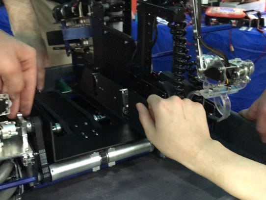 A co-axial lift system on the robot by the 7 Sigma