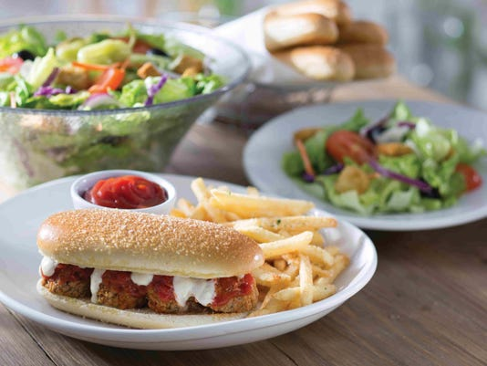 Olive Garden Breadstick Sandwiches Are Really Happening: Olive Garden Food Truck Serves Free Breadstick Sandwiches
