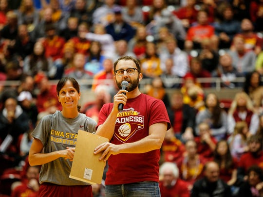 Scott Siepker introduces ISU star Stacy Frese at Hilton