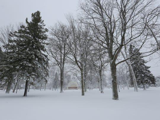 Snow falls in Manitowoc.