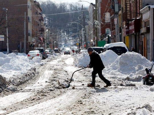 efe40f4ab Storm aftermath  Crews work to clear roads in region