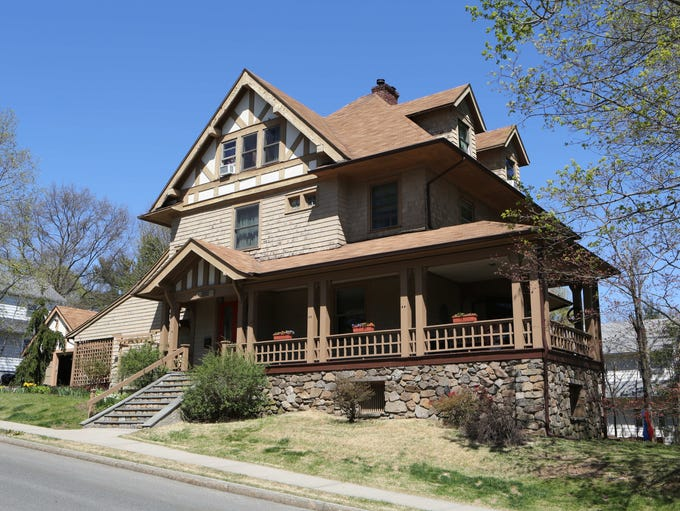 The exterior of this 1885 Arts and Crafts house on