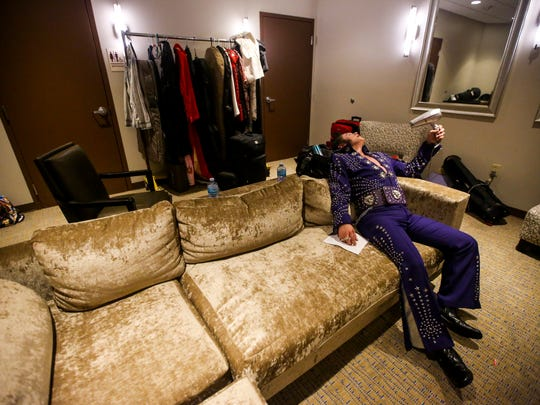 The polyester suite is so hot. Johnny runs cool air