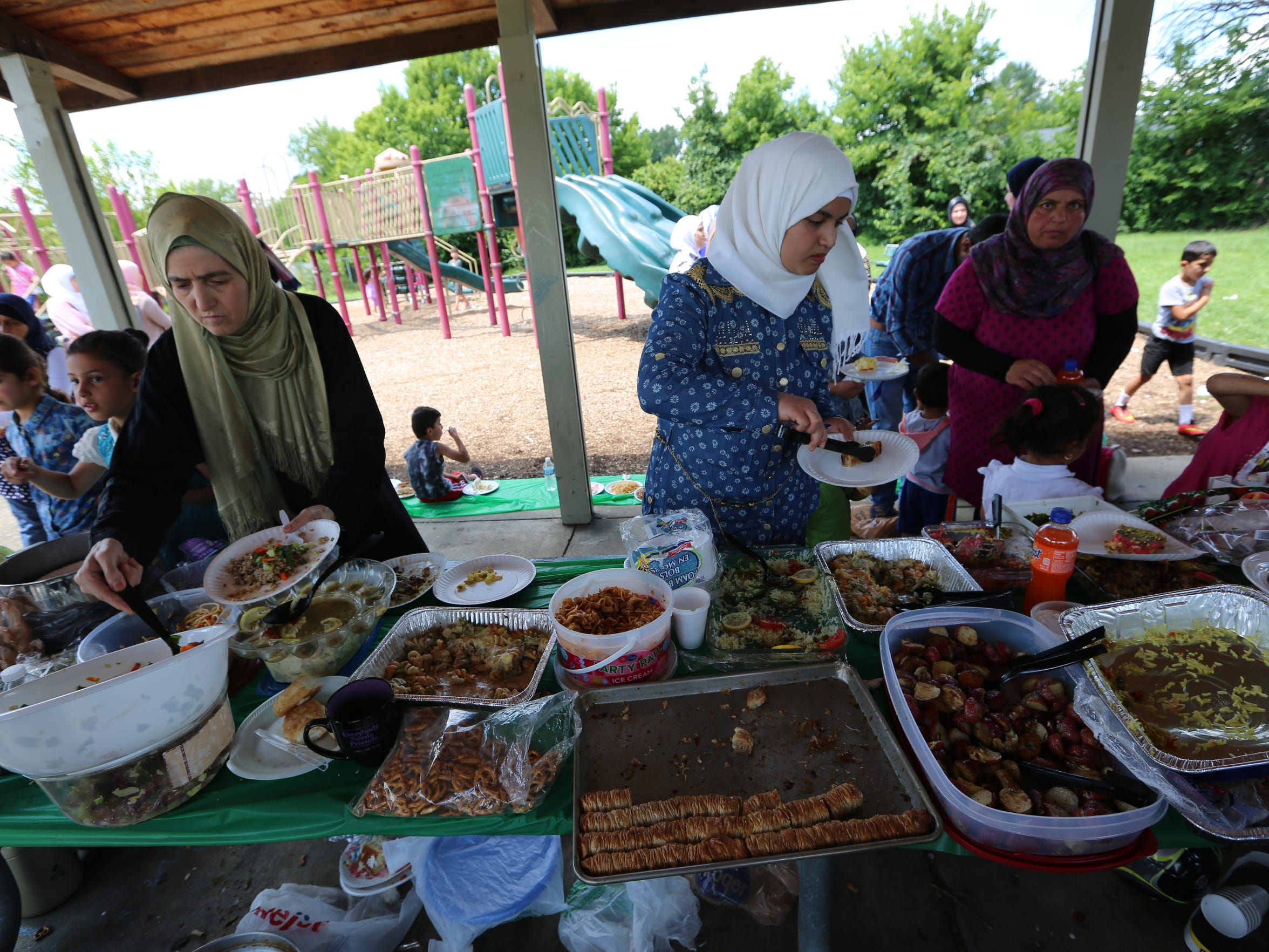Syrians gather in a Buechel park for a picnic