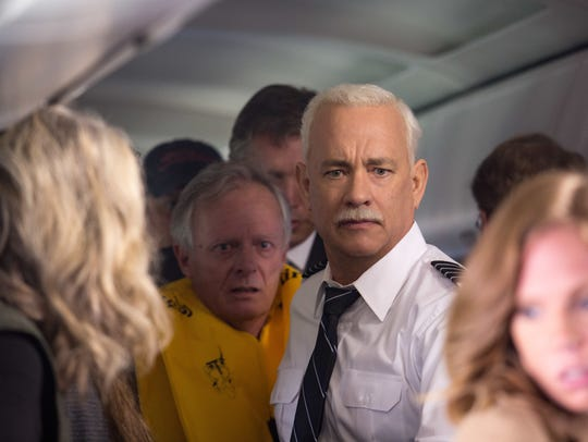Captain Sully Sullenberger (Tom Hanks) gets his passengers