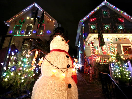 chuck barringer set up a christmas light show with