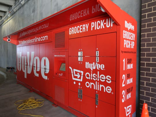 Grocery pickup with online order at the new Des Moines downtown Hy-Vee, Fourth and Court..
