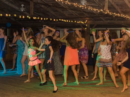 636287351908840833-Stand-Up-Foundation-Dance.jpg
