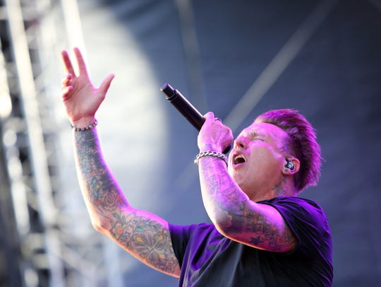 Papa Roach lead singer Jacoby Shaddix sings for thousands