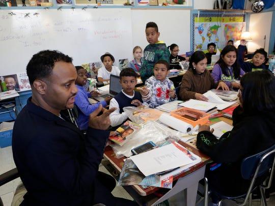 Edwin Moreno-Sández's sixth grade classroom at School