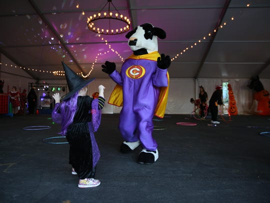 The annual Boo at the Zoo will go from 5:30-8:30 p.m. Oct. 11-14, 18-21 and 25-28 and feature trick or treating, costumed characters, a Monster Mash Dance Party and entertainment.
