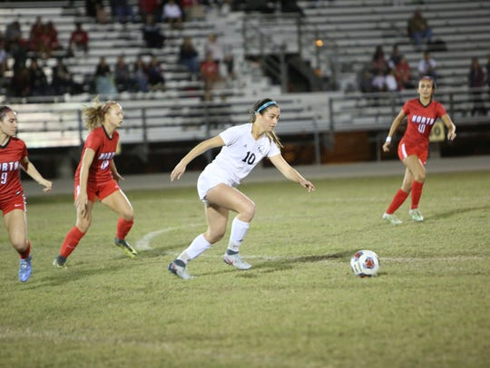 Mariner's Taylor Yount dribbles the ball during the