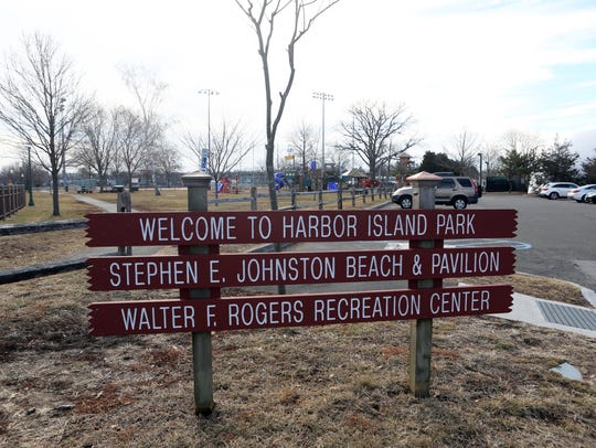 A sign for the beach and pavilion at Harbor Island