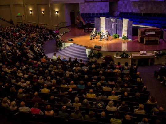 Mike Huckabee speaks with Pastor Douglas G. Pratt during