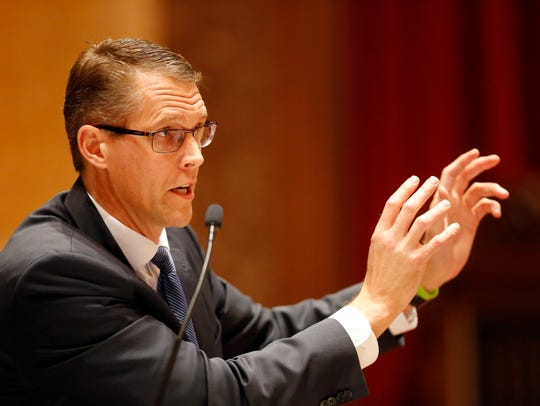 Iowa State Senator Randy Feenstra debates SF 2383 ways