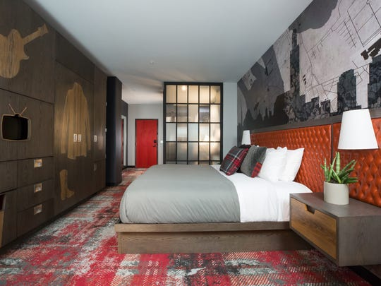 Bobby Hotel has 144 guest rooms.