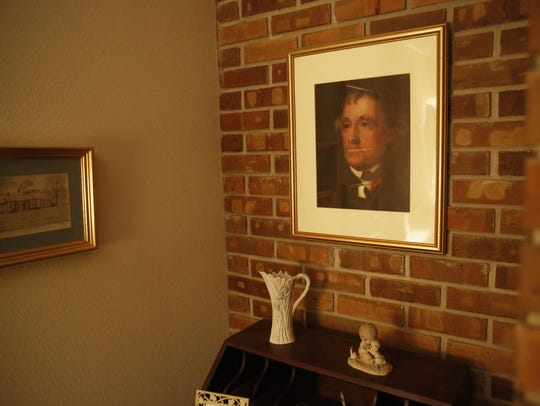A picture of Thomas Jefferson hangs in the Eppes family