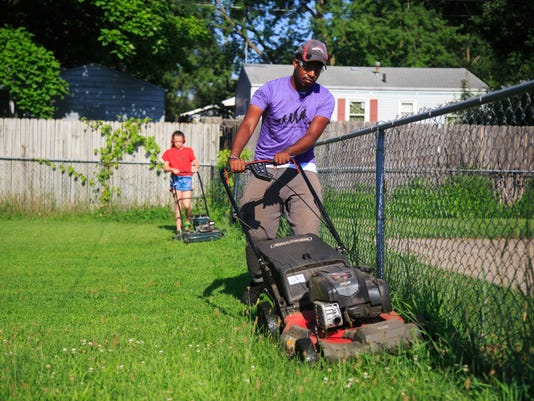 Man Mowing Lawns In All 50 States Stops In Iowa