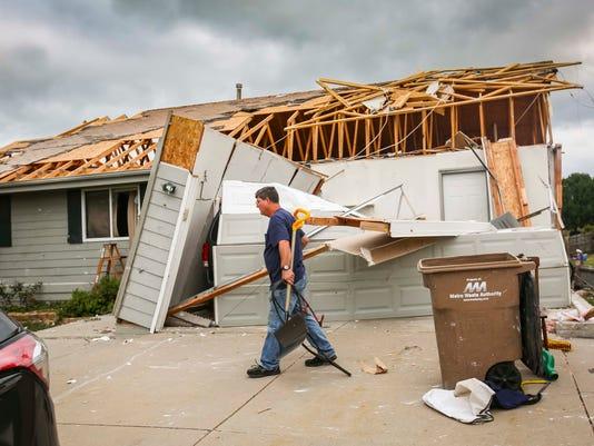 0720_tornado_cleanup_bondurant_00545