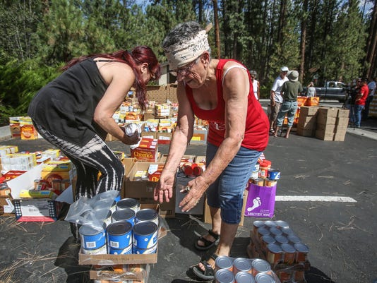 636688185491967122-Idyllwild-food-distribution002.JPG