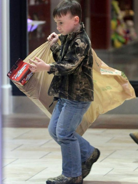 MON Shoppers 1126005.jpg