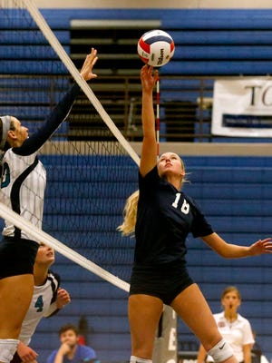 Blackman's Delaney King (18) faces off with Siegel's Grace Reidmiller (10) at the net during a volleyball a match on Tuesday, Sept. 12, 2017, at Siegel.
