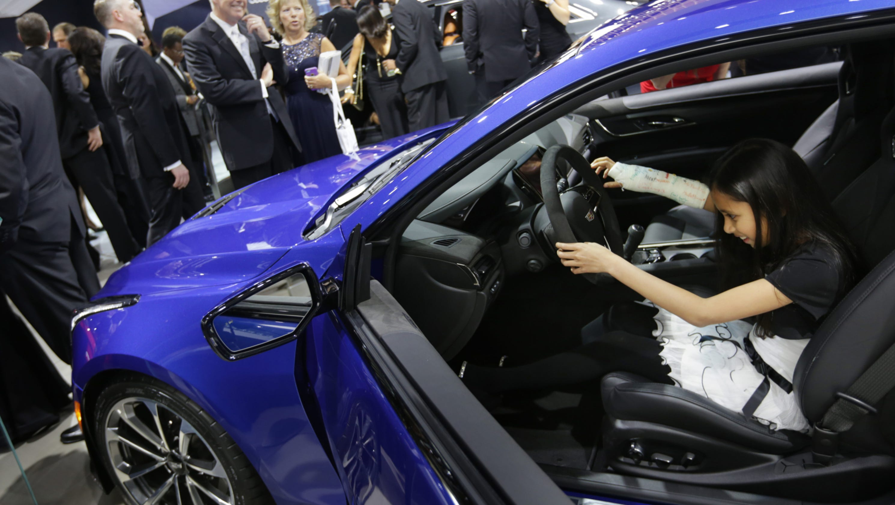Move Detroit auto show to October It just got plicated
