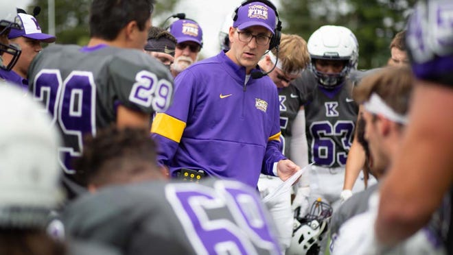 Knox College football coach Damon Tomeo speaks with his team during a break in Midwest Conference action against Beloit last season.