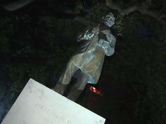635706412519547952-Jefferson-Davis-Statue