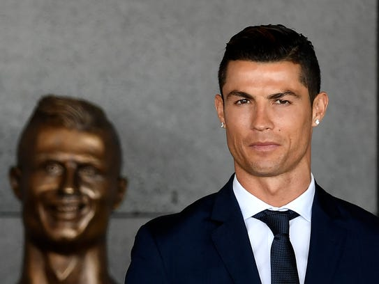 Cristiano Ronaldo next to a bust purported to be of