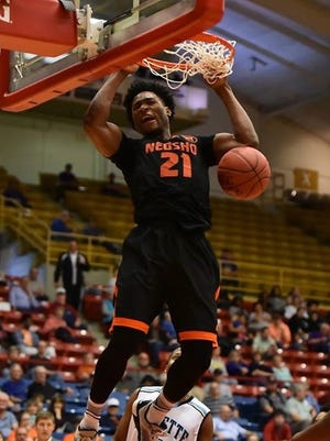 Freddie McSwain Jr. of Neosho County Communtiy College dunks.
