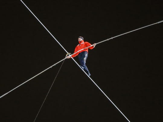 High-wire performer Nik Wallenda walks between Chicago