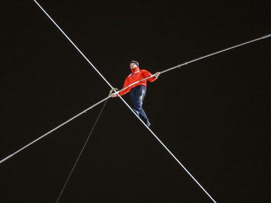 High-wire performer Nik Wallenda walks between Chicago