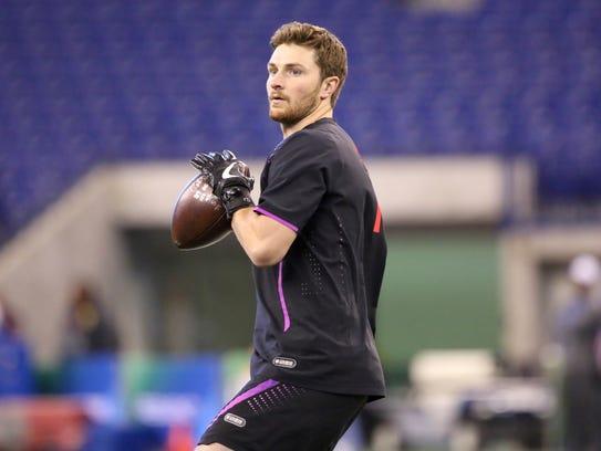 Washington State quarterback Luke Falk can be seen on