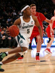 Michigan State Spartans guard Cassius Winston (5) drives to the baseline against Wisconsin Badgers during first half 2018 Big Ten Tournament quarterfinals at Madison Square Garden.