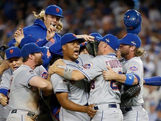 ***BESTPIX*** Division Series - New York Mets v Los Angeles Dodgers - Game Five