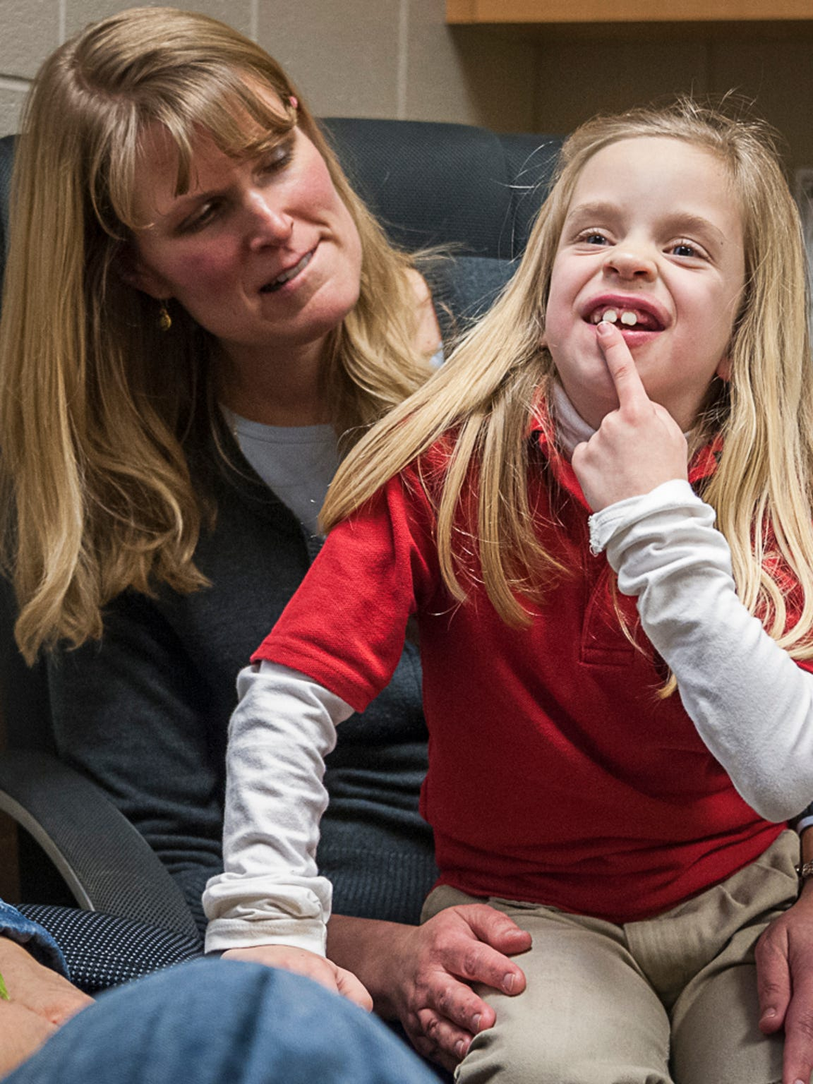 Wendy Killian holds Nicole Miller, then 8, prior to the kidney transplant surgery in 2013.