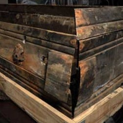 Judge decides rightful owner of Oswald casket