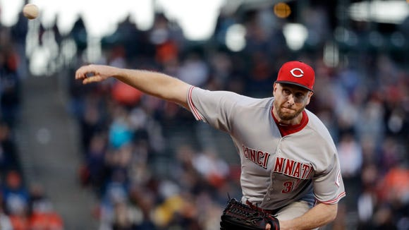 Cincinnati Reds starting pitcher Scott Feldman throws to the San Francisco Giants during the first inning Friday.