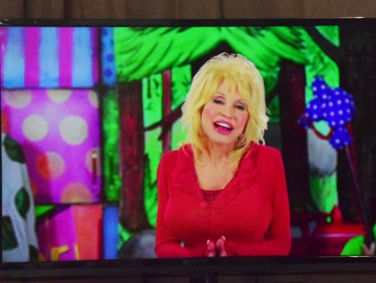 Dolly opens the show via prerecording telling the kids