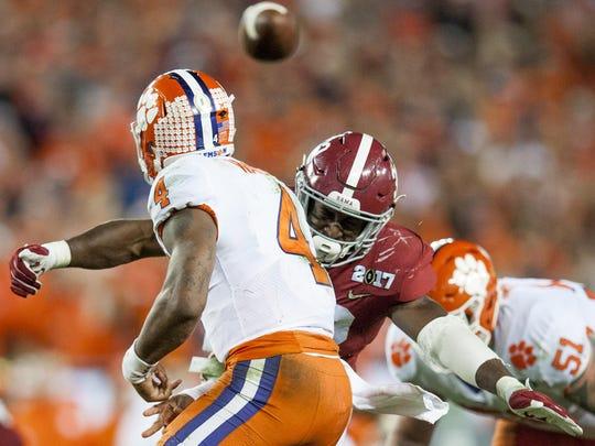 Alabama linebacker Rashaan Evans pressures Clemson