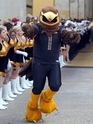 Southern Miss  mascot Seymour takes part in Eagle Walk.