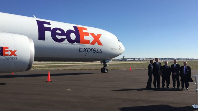 Gov. Bill Haslam, flanked by FedEx officials with a FedEx wide-body air freighter in the background, announce a $1 billion upgrade of its world hub in Memphis.